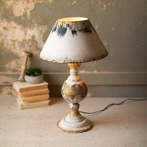 TABLE LAMP WITH WOODEN BASE AND METAL SHADE